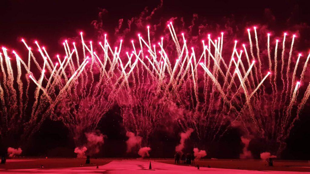 Musiksynchrones Feuerwerk dargestellt durch BS-Pyrotechnik